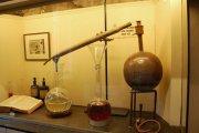 Distilling perfume in 1926 (Fragonard Museum)
